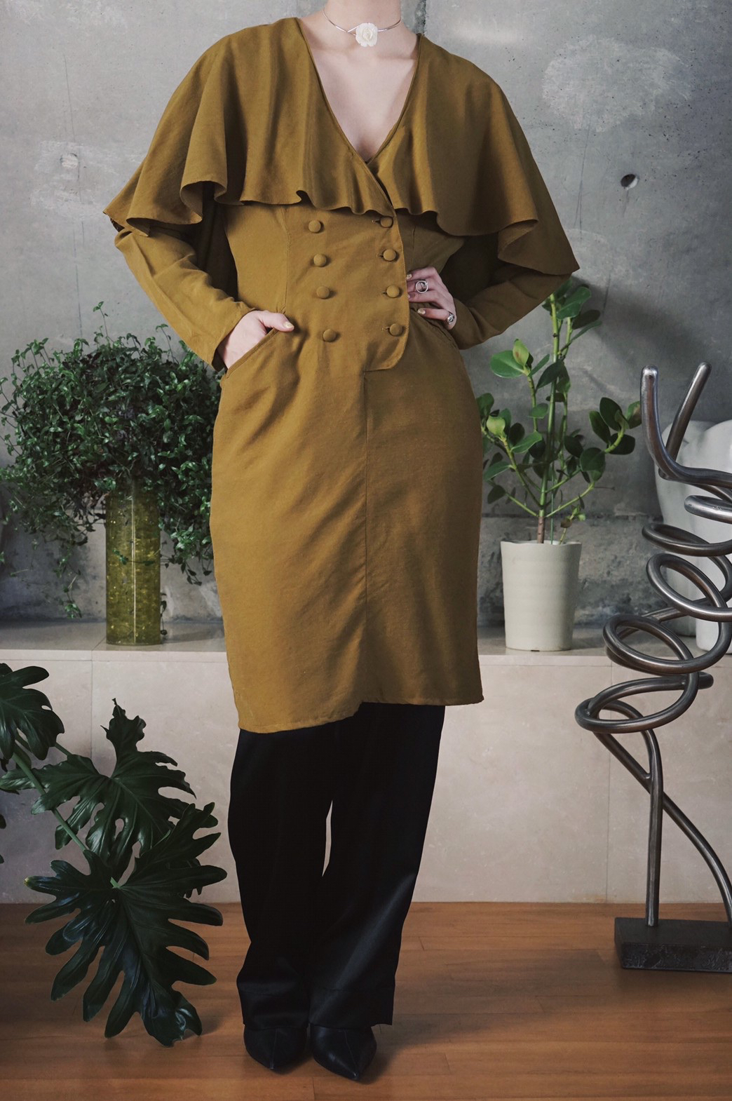 Cape collar rayon midi dress / Olive